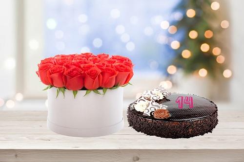 Delightful Roses & cake arrangement