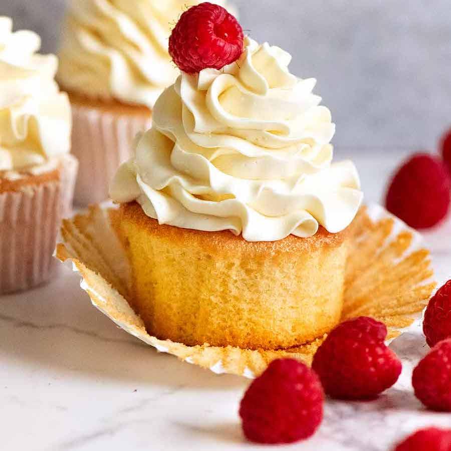 Vanilla-cupcakes With Cheery