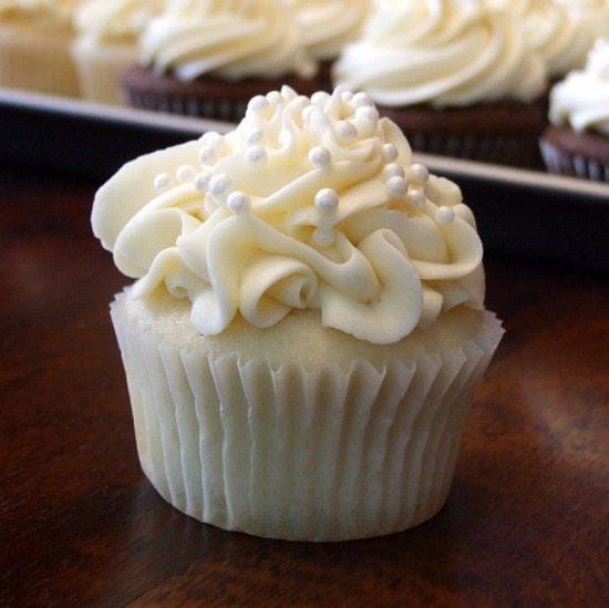 White-wedding-cupcake